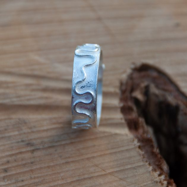 Wriggly Line Ring - Bright Finish