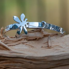 Flower Bangle with Leaf Motif